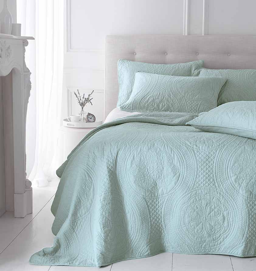 Patchwork Quilts Bedlinen Bedspreads For Sale At Linen