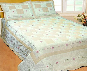 angela cream patchwork quilt with shams