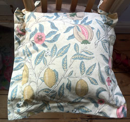 william morris fruits oxford seat pad